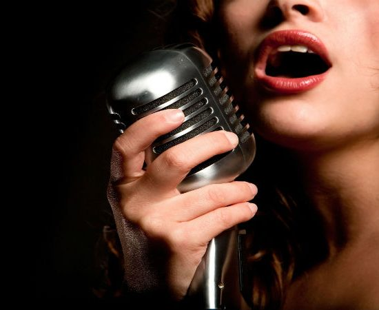 2 Reasons to Contact This Female Jazz Singer to Perform at Your Venue